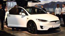 Ďaľší absurdný príbeh v spojení s vodičom elektromobilu Tesla a autopilotom na ďiaľnici