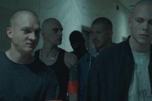 Čaká nás premiéra filmu Ostrým Nožom, hlavnú postavu stvárnil Roman Luknár, predstavili sa aj raperi Momo a Moloch Vlavo