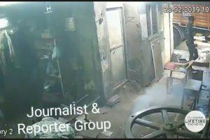 Muž z Indie sa zranil po tom, čo mu vybuchol mobil vo vrecku nohavíc + VIDEO