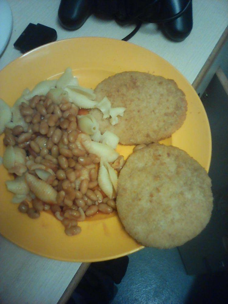 Väzeň poslal fotky jedál, ktoré dostávajú v anglických väzniciach. Prešla vás chuť?