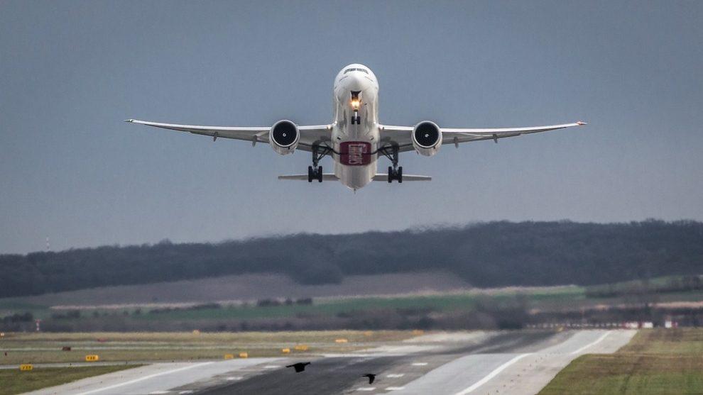 WAU! Neuveriteľné až šialené pristátie Airbusu A380 známych airolínií v nemeckom Dusseldorfe!