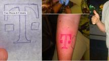 Mladý muž z Arizony dostal nový iPhone 8 od spoločnosti T-mobile po tom, čo si dal vytetovať ich logo na ruku