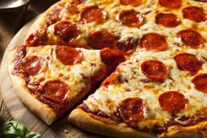 Takto jednoducho si upečieš chutnú domácu pizzu za pár minút